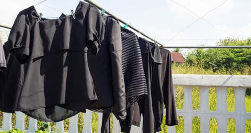 Como lavar roupa preta na máquina e não pegar pelo